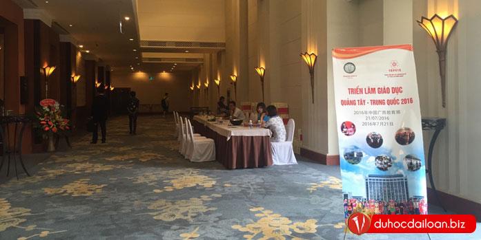Vinahure-tham-dự-triển-lãm-giáo-dục-Quảng-Tây-2016-(1)