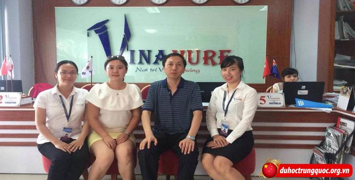 Dai-hoc-Hoa-dau-Lieu-Ninh-sang-tham-va-lam-viec-tai-Vinahure-(2)