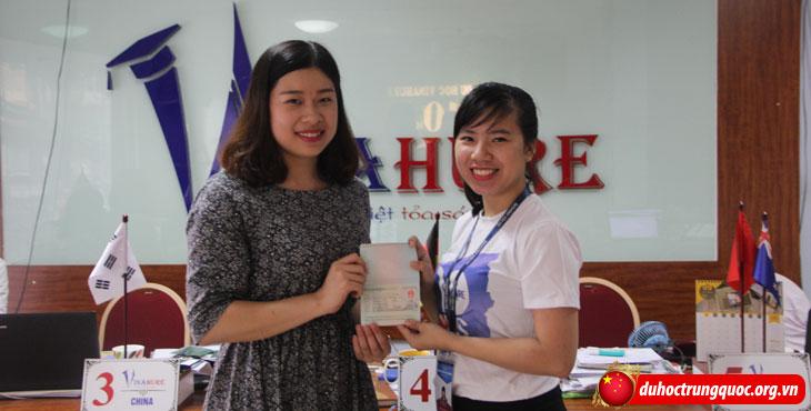 Nguyen-Thu-Huong---nhan-visa-1