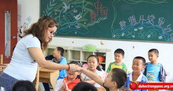 Giáo viên bị bắt cùng làm bài kiểm tra với học sinh
