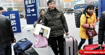 Dòng người Trung Quốc ồ ạt về quê ăn tết