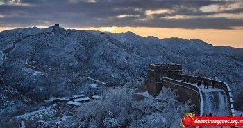 Ngắm nhìn Vạn Lý Trường Thành lung linh trong tuyết trắng