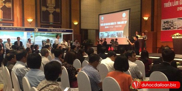 Vinahure-tham-dự-buổi-Triển-lãm-giáo-dục-Quảng-Tây-2016-(4)