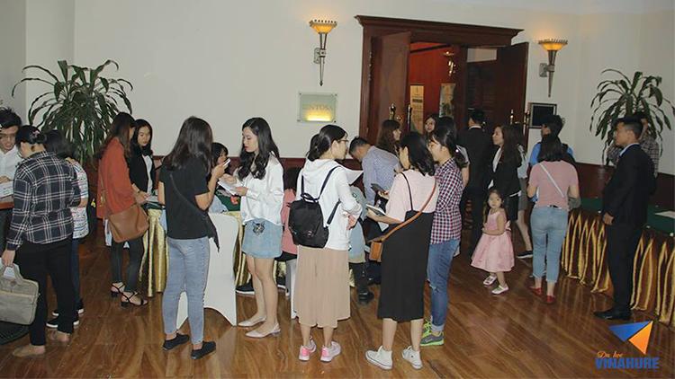 Nhiều bạn học viên đến check in tham dự từ rất sớm