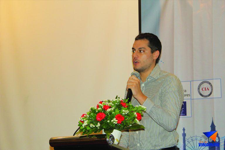 Anh Leonardo Ripa phát biểu trong buổi lễ khai mạc Ngày hội học bổng du học 2018