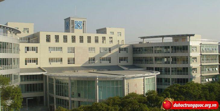 Đại học Công nghệ Quế Lâm có cơ sở vật chất hiện đại.