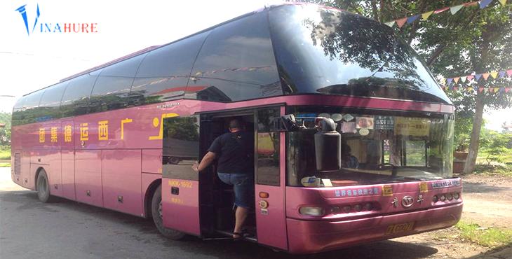 Khi qua đến địa phận Trung Quốc bạn nhớ lên xe này để đi tới Nam Ninh nhé.