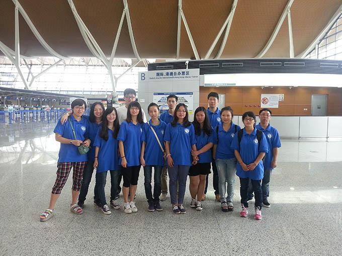 Hàng năm trường tổ chức rất nhiều chuyến đi chơi cho học sinh.