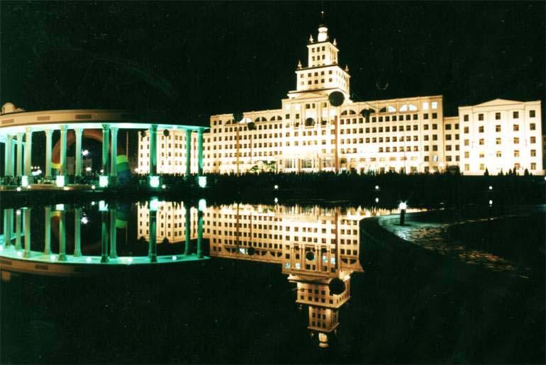 Trường Đại học Công nghệ Cáp Nhĩ Tân về đêm.