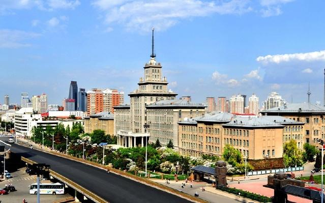 Đại học công nghệ Cáp Nhĩ Tân nằm ở thành phố Cáp Nhĩ Tân mang đậm phong cách kiến trúc Châu Âu.