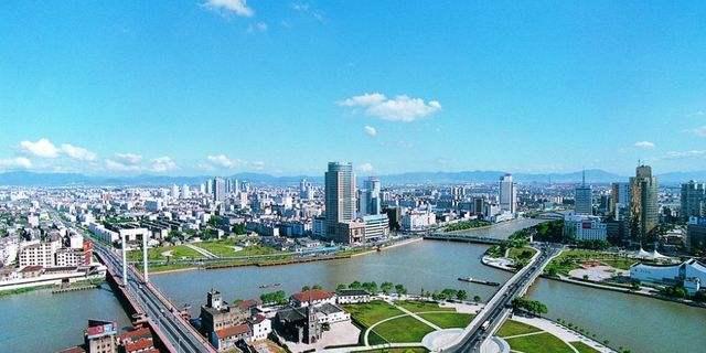 Toàn cảnh thành phố Ninh Ba nơi trường Đại học Ninh Ba tọa lạc.